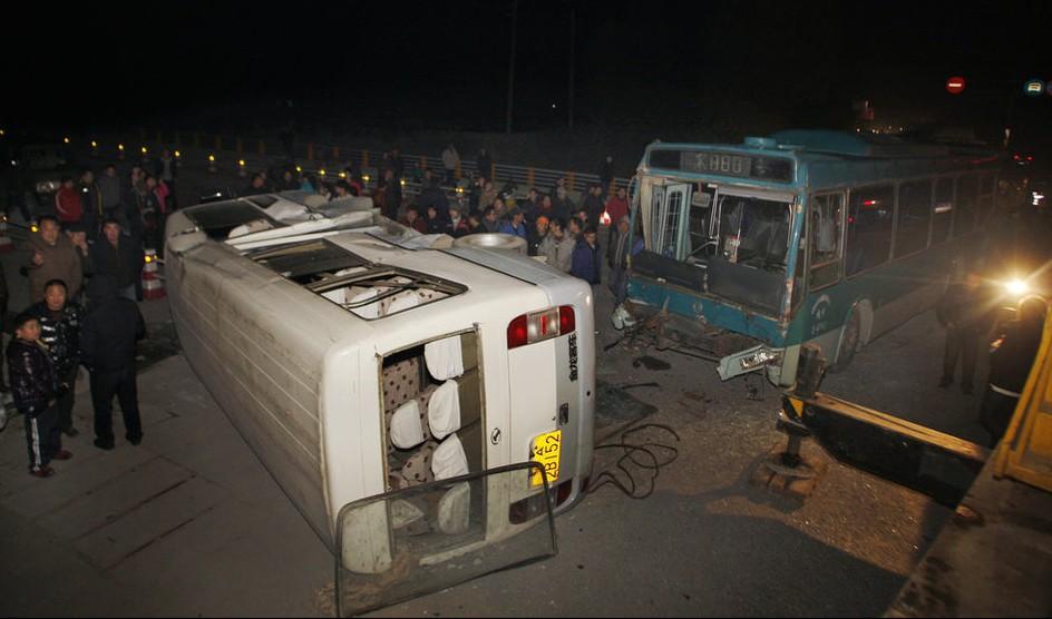 大连市车辆交通违章_杭州西湖区学生接送车与公交撞 多人受伤-汽车违章查询网